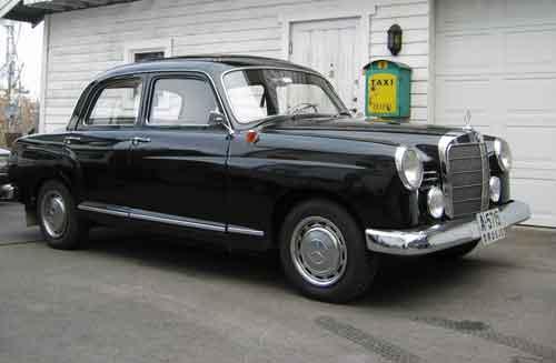 Denne bilen ble gitt i gave i fra Bertel O. Steen i forbindelse med 75 års jubileet i 1987. Det er en Merzedes Bentz 108 1958 modell.